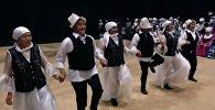 Танцующие и поющие апашки — веселый кастинг в Бишкеке