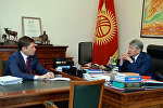 Архивное фото президента Алмазбека Атамбаева и премьер-министра Сапара Исаковым