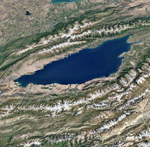 Озеро Иссык-Куль. Вид с космоса
