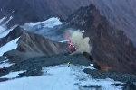 Вертолет разбился в Альпах при спасении альпиниста — кадры крушения