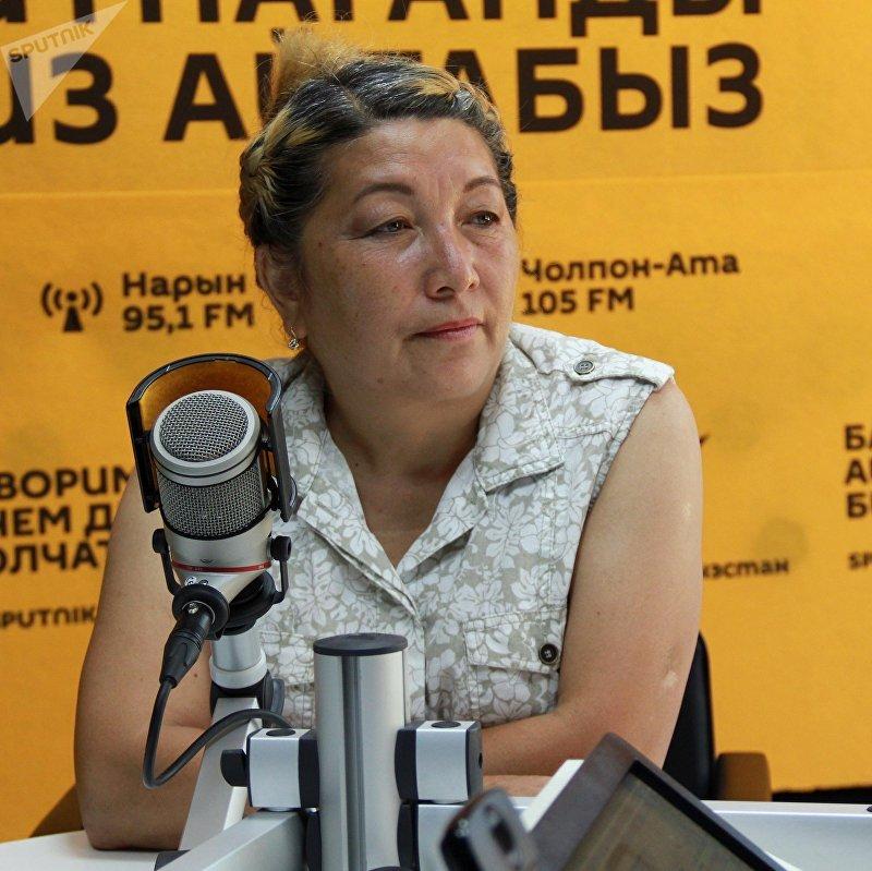 Режиссер общественной телерадиокорпорации (КТРК) Сагын Ниязалиева во время интервью ИА Sputnik Кыргызстан