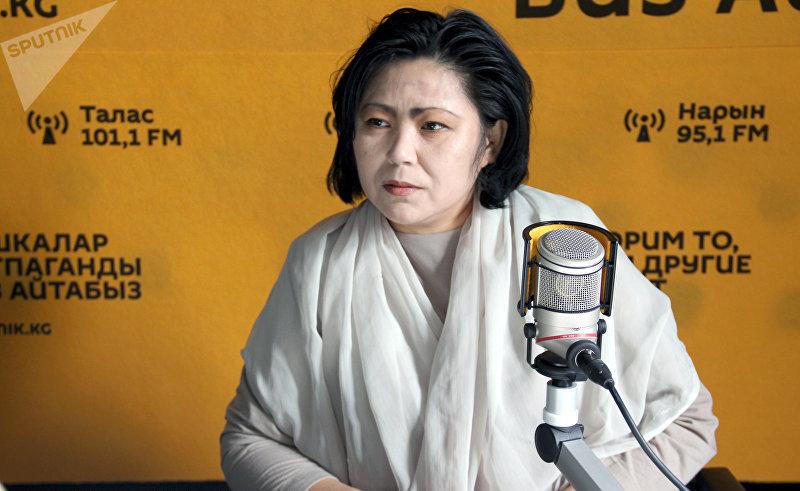 Кризисный психолог, арт-терапевт Эльмира Исаева во время интервью Sputnik Кыргызстан