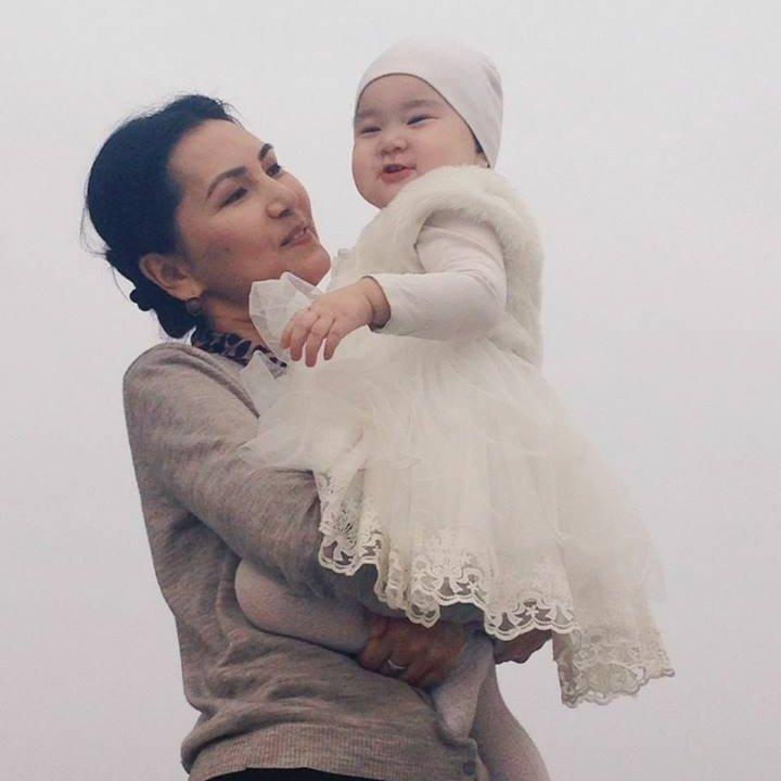 Депутат ЖК Аида Салянова с дочерью