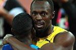 Слева направо: Джастин Гэтлин (США) и Усэйн Болт (Ямайка) после финиша в финальном забеге на 100 м среди мужчин на чемпионате мира 2017 по легкой атлетике в Лондоне.