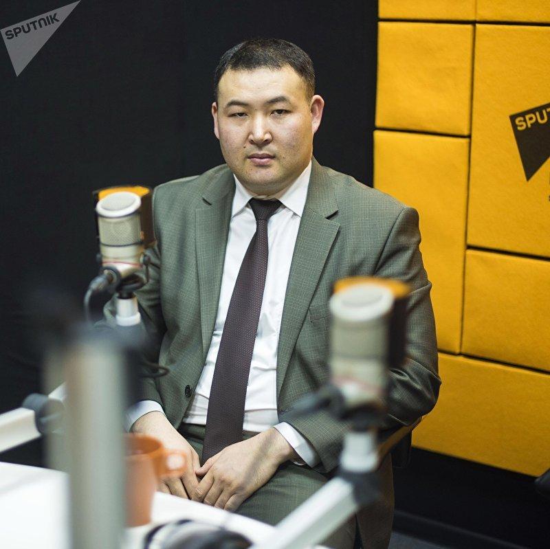 Заместитель директора Агентства по продвижению инвестиций и экспорта Шумкарбек Адылбек уулу во время интервью Sputnik Кыргызстан