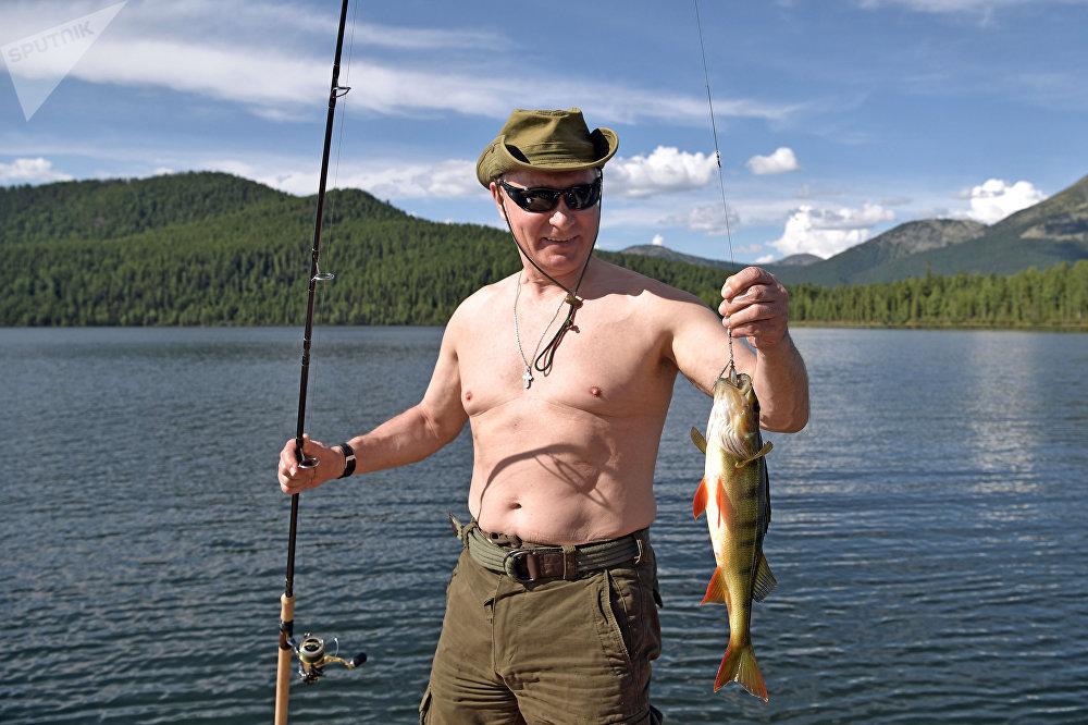 Россиянын президенти Владимир Путин кыска мөөнөткө эмгек өргүүсүнө чыгып, аны Тывадагы тоо көлдөрүнүн биринде өткөрдү