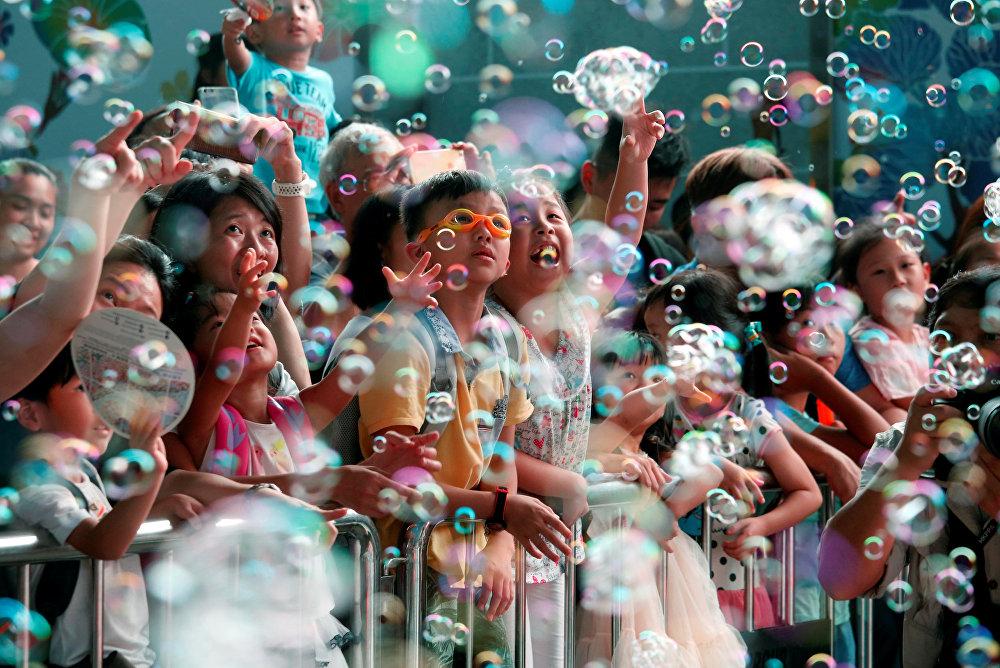 Гонконгдогу көбүк шарларынын шоусу