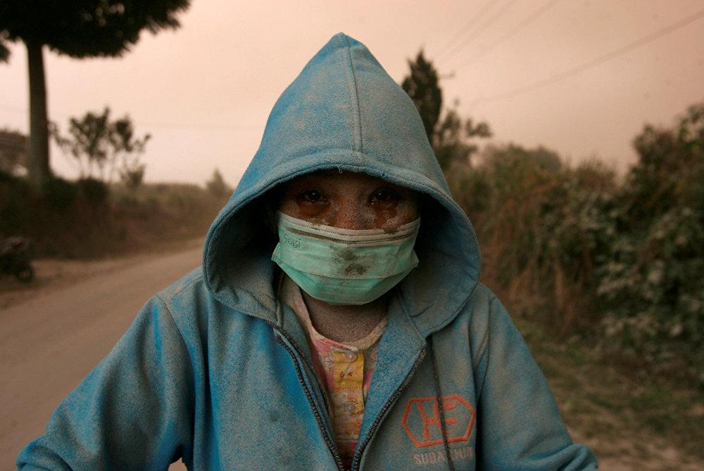 Индонезияда Маунт Синабунг жанар тоосу атылды