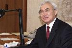 Мамлекеттик, коомдук ишмер, экс-премьер-министр Амангелди Муралиевдин архивдик сүрөтү