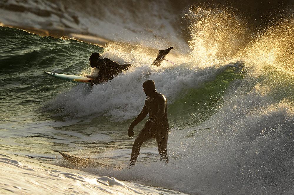 Юрий Смитюктун Зимний серфинг на Тихоокеанском побережье России деген аталыштагы сүрөтү Спорт. Сүрөт сериясы номинациясында үчүнчү орунга татыды