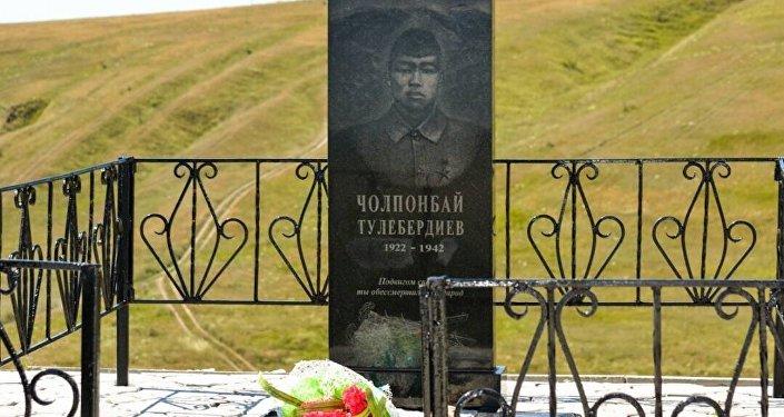Реконструкцию боя, в котором погиб Герой Советского Союза Чолпонбай Тулебердиев, представили в Воронеже