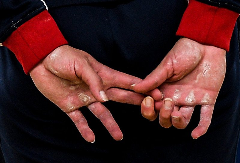 Работа российского фотографа Алексея Филиппова На кончиках пальцев заняла первое место в номинации Спорт. Серия фотографий.