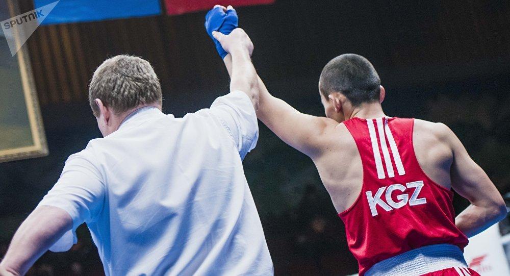 Советтер Союзунун баатыры Дүйшөнкул Шопоковдун жаркын элесине арналган бокс боюнча эл аралык мелдештин жеңүүчүсү