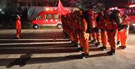 Пожарные в Лонгнане, в провинции Ганьсу в Китае 8 августа 2017 года после землетрясения, сосредоточенного в соседней провинции Сычуань. Архивное фото