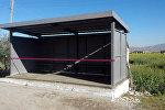 Выпусники школы Осмоналиев построили остановку для села Талды Суу