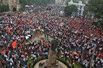 Индиянын Мумбаи шаарынын көчөлөрүнө жумушка орношуу жана билим алуу үчүн кошумча орундарды сурап, маратхи деп аталган этникалык топ митингге чыкты