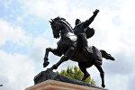 Памятник Манасу открытый в Стамбуле (Турция)