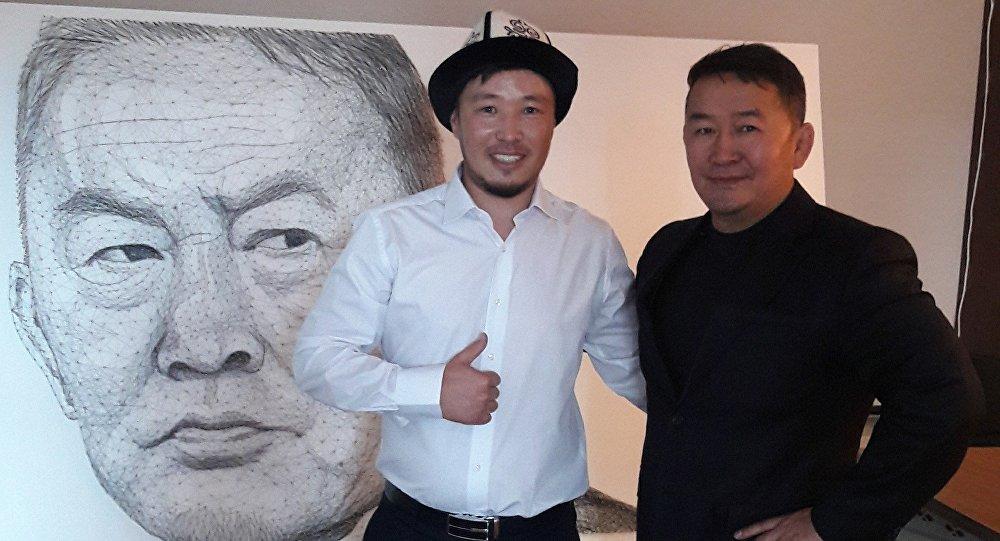 Кыргызстанскому художнику Азамату Жаналиеву удалось встретиться с новоизбранным президентом Монголии Халтмаагийном Баттулгой и подарить его портрет из ниток и гвоздей