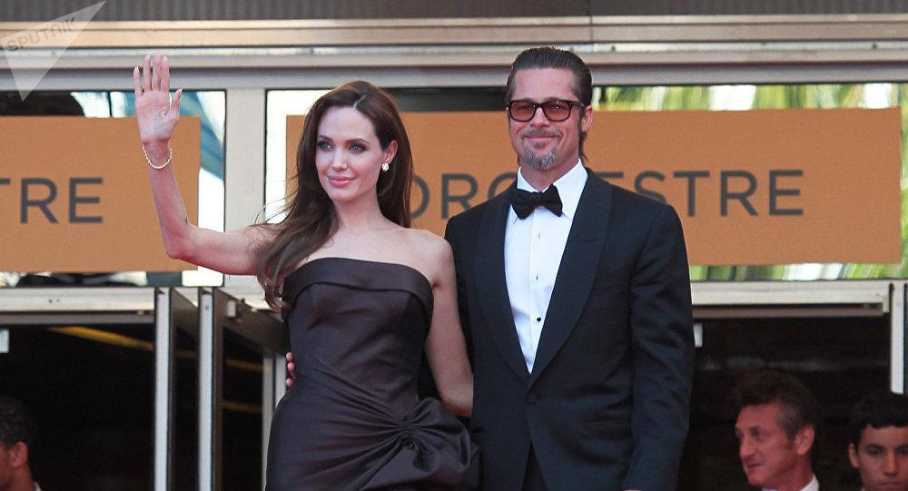 Архивное фото голливудских актеров Анжелины Джоли и Брэда Питта