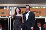 Америкалык кино жылдыздар Брэд Питт менен Анжелина Жоли. Архивдик сүрөт