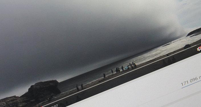 Гигантское туманное облако на пляже города Санта-Круз (штат Калифорния). Фото с сайта YouTube с канала пользователя ViralHog