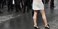 Девушка в юбке. Архивное фото