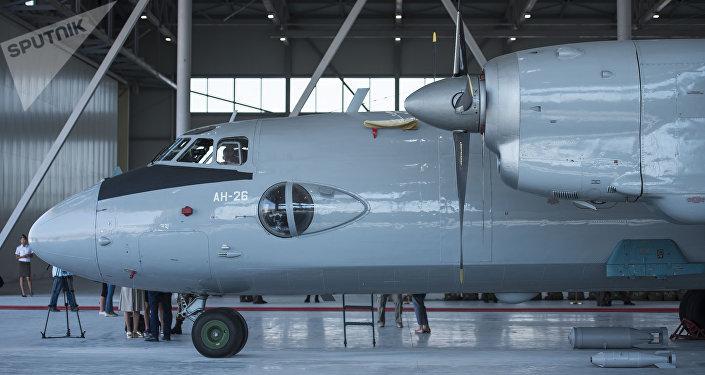 Церемония передачи Россией Кыргызстану двух военно-транспортных самолетов АН-26 и авиационной технико-эксплуатационной части (АТЭЧ)