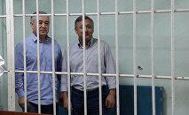 Бывший депутат ЖК Омурбек Текебаев и бывший посол Дуйшон Чотонов. Архивное фото