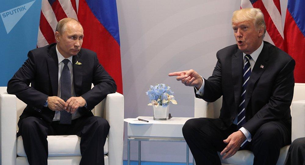 АКШ президенти Дональд Трамп жана Россиянын башчысы Владимир Путиндин архивдик сүрөтү