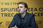 Врач-сексолог Адриан Садовник во время беседы на радио Sputnik Молдова