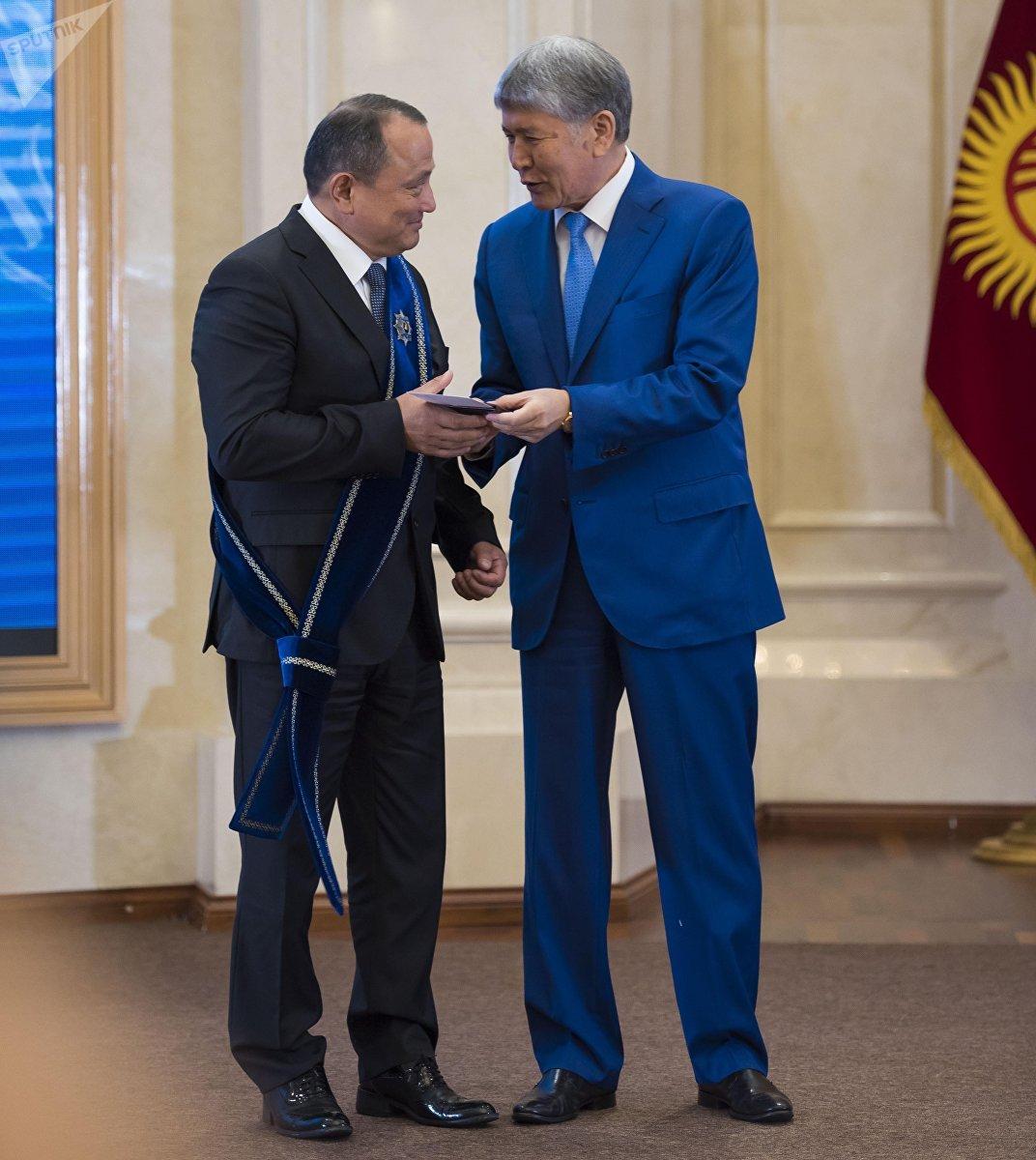 Директор Бишкекского научно-исследовательского центра травматологии и ортопедии Сабырбек Жумабеков награжден орденом Манас II степени