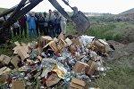 В селе Эмгекчил Нарынской области местные молодежные активисты разбили бутылки с алкоголем на 400 тысяч сомов