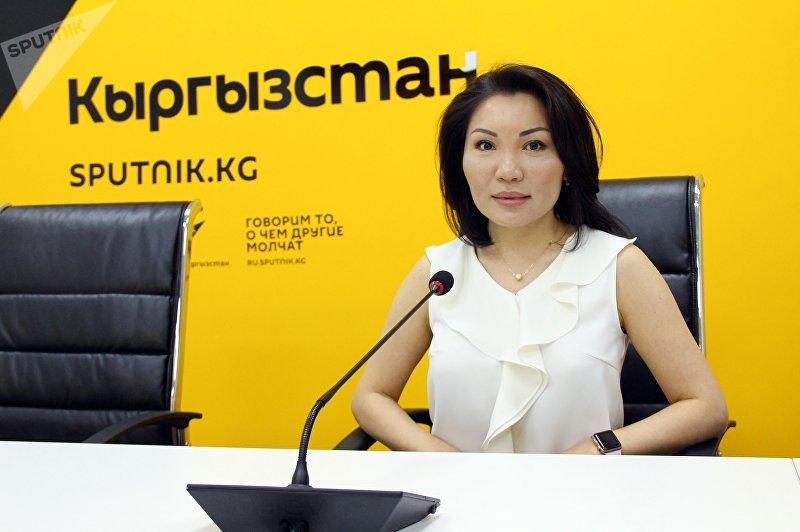 Депутат от фракции СДПК Эльвира Сурабалдиева во время интервью ИА Sputnik Кыргызстан