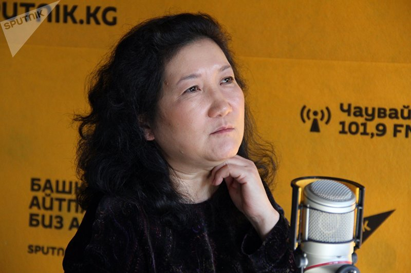 Основатель дома моды DILBAR Дильбар Ашимбаева во время интервью на радио Sputnik Кыргызстан