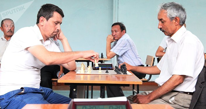 Шахмат федерациясынын вице-президенти Токтосун Абдукадыровдун жаркын элесине арналган бул турнирди жыл сайын өткөрүү пландалууда.