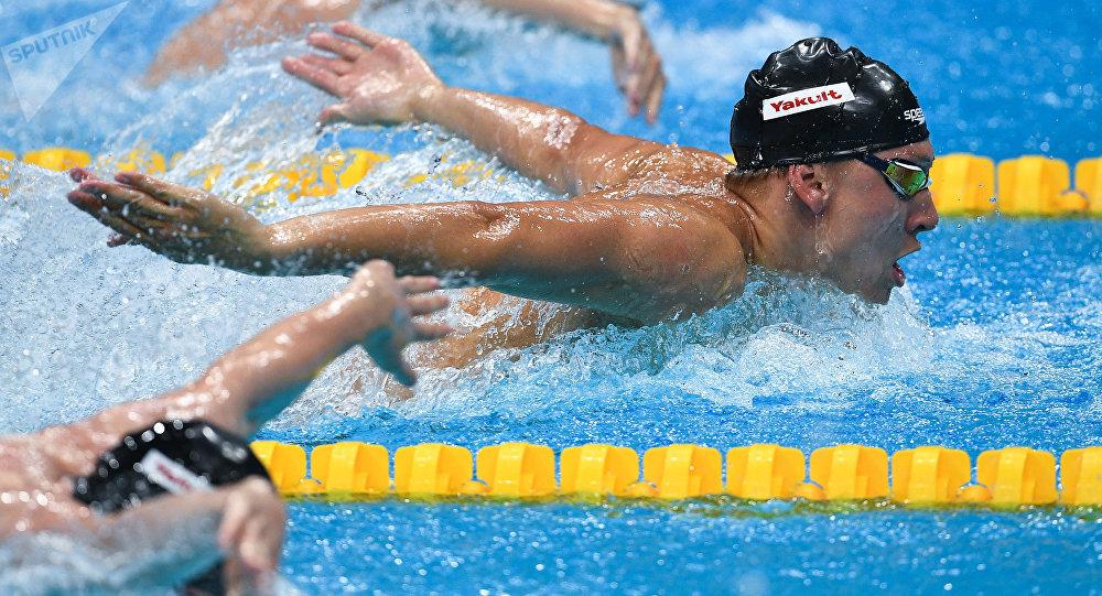 Пловцы на соревнованиях. Архивное фото