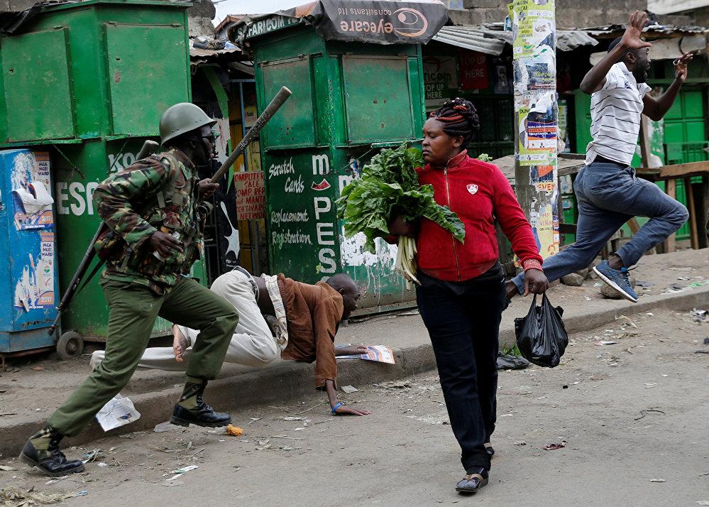 Разгон демонстрантов на улицах Найроби