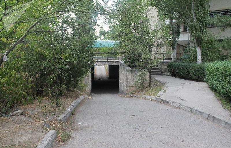 Вход в республиканское патологоанатомическое бюро (морг) в Бишкеке