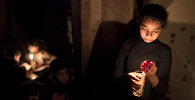 Девочка со свечами. Архивное фото