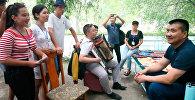 Жамгыр токту — как мэр Оша пел с молодежью
