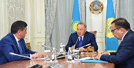 Президент Казахстана Нурсултан Назарбаев и премьер-министр Кыргызстана Сооронбай Жээнбеков во время встречи в Астане