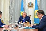 Президент Казахстана Нурсултан Назарбаев и премьер-министр Кыргызстана Сооронбай Жээнбеков во время встречи в Астане. Архивное фото