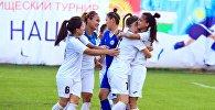 Спортсменки из Кыргызстана кубке трех наций по женскому футболу в Бишкеке