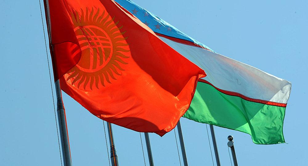 Кыргызстандын жана Өзбекстандын желектери. Архив