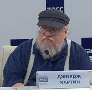 LIVE: Создатель Игры престолов Джордж Мартин в Санкт-Петербурге