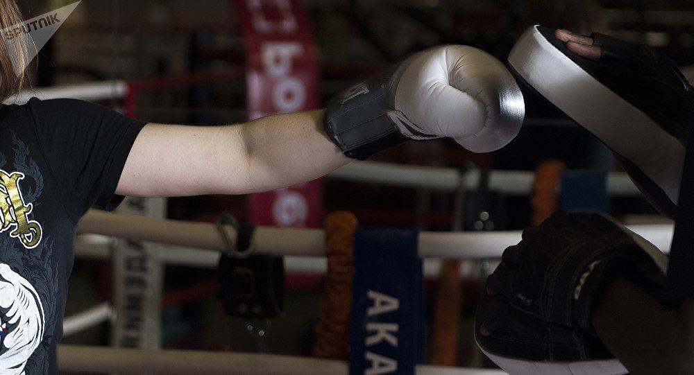 Боксер во время тренировки. Архивное фото