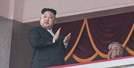 Глава КНДР Ким Чен Ын во время военного парада. Архивное фото