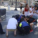 Микроавтобус въехал в толпу людей в Барселоне