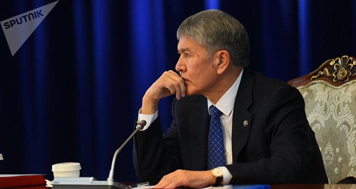 Архивное фото бывшего президента страны Алмазбека Атамбаева