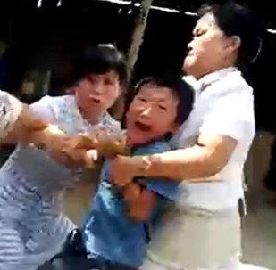 Душераздирающее видео с ребенком — вся история конфликта